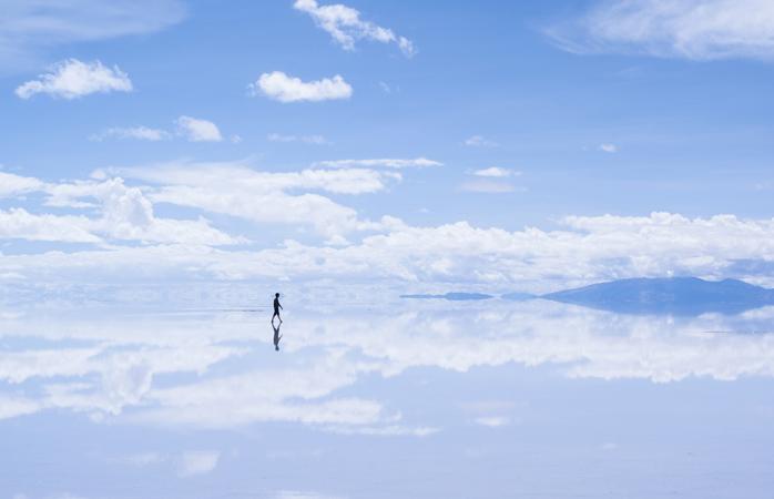 """Există un loc unde Raiul și Pământul sunt totuna și pe care oamenii l-au numit """"Salar de Uyuni"""""""