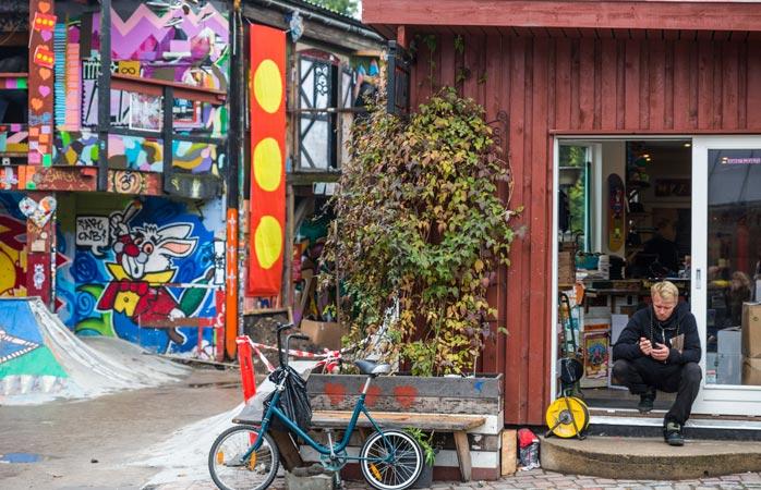 Christiania este o adevărată insulă hipiotă în marea de eleganță, zisă și Copenhaga