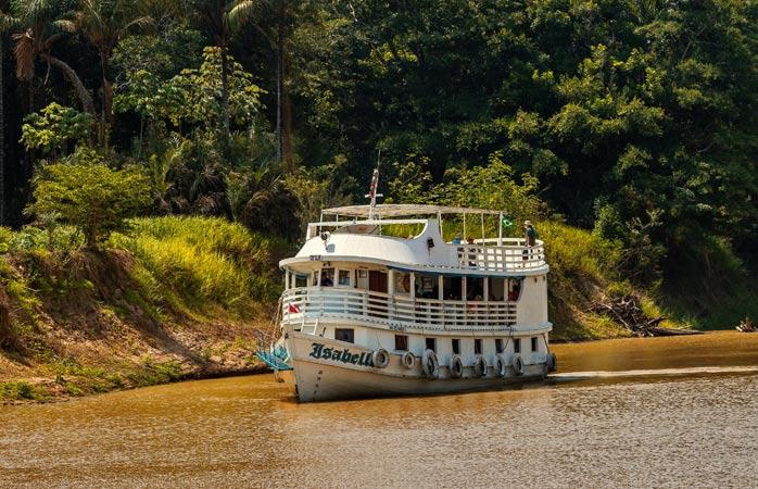 """O croazieră demnă de calificativul """"aventuroasă"""" pe apele nesfârșite ale Amazonului"""