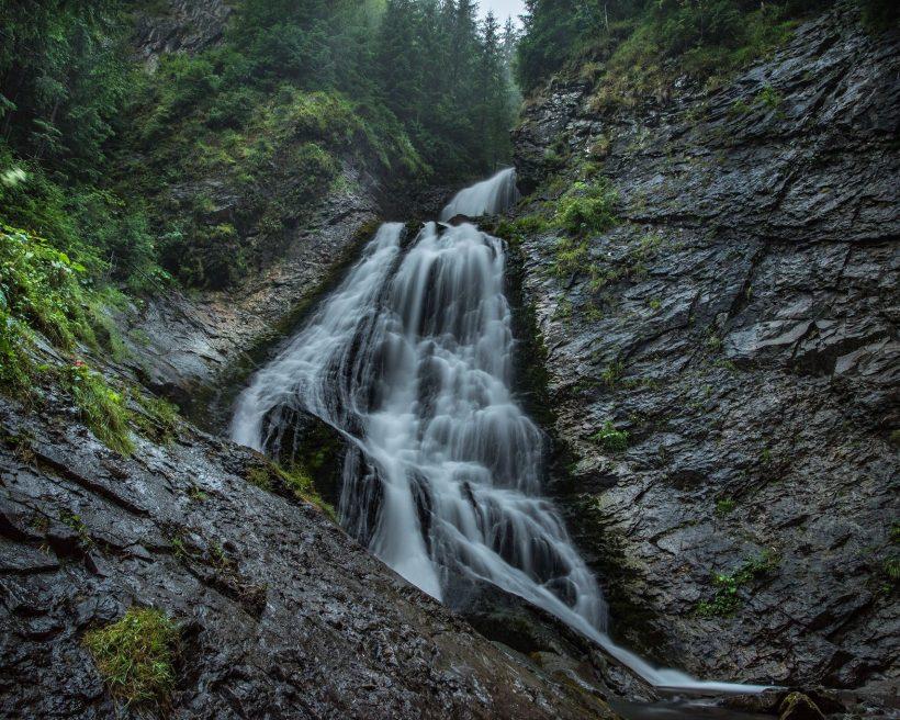 10 cascade din România la care trebuie să ajungi măcar o dată