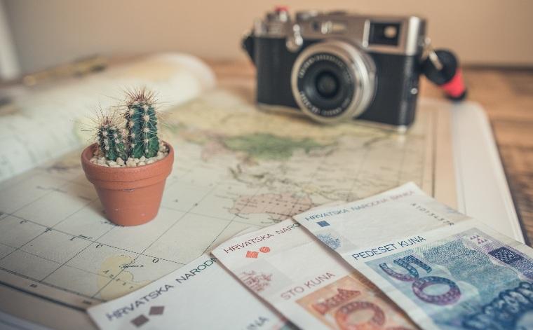 Cum să economisești bani pentru a călători mai mult