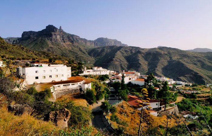 Tejeda, satul înconjurat de munți și cunoscut peste aceștia pentru festivalul anual de midgale