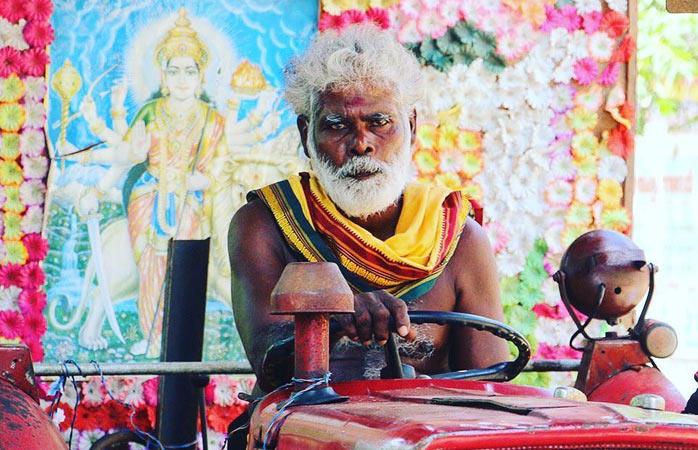 Locuitor al Sri Lankăi de nord, luând parte la un festival Hindu