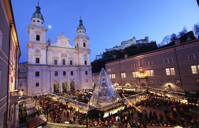 Târgul de Crăciun din Salzburg se desfășoară în fiecare an, fără excepție, în atât de pitoreasca piață Residenzplatz