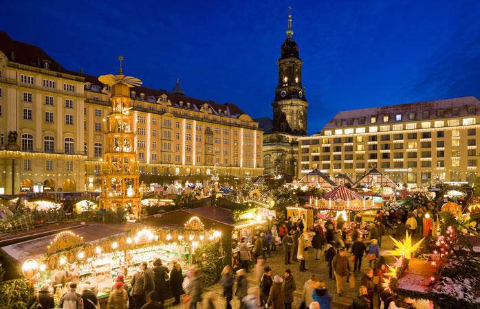 Nu-i aici doar Striezelmarkt din Dresda, nici vorbă. E cel mai vechi târg de Crăciun din întreaga Germanie