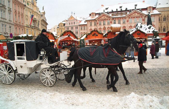 În piața din Centrul Vechi își face veacul cel mai grandios Târg de Crăciun din Praga