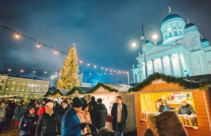 Moș Crăciun în carne și oase, la Târgul de Crăciun din Helsinki