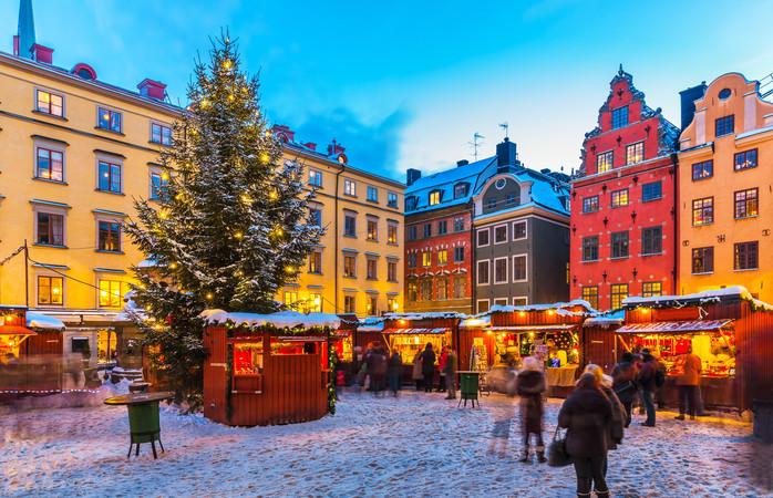 Atmosferă călduroasă în ciuda temperaturilor din termomentre, la Târgul de Crăciun din Stockholm