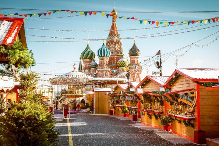 Târgul de Crăciun moscovit din Piața Roșie nu-i o experiență care să-l lase rece nici măcar pe Omul de Tinichea