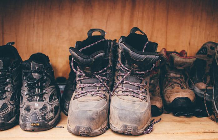 Găsește-ți bocancii pe simți că i-ai putut lipi de talpa piciorului. S-ar putea ca asta să se întâmple inevitabil