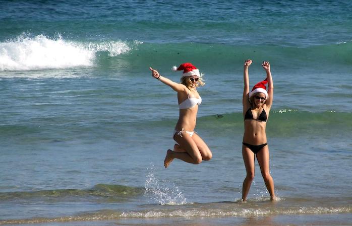 Spiritul Crăciunului în valuri de surf