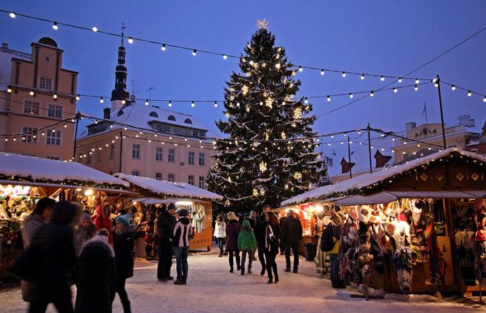 Călduroase și fermecătoare sunt Piețele de Crăciun din Tallinn