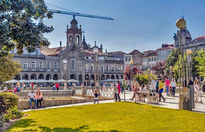 To do: o plimbare primăvăratică în Praça da Republica din centrului istoric Braha