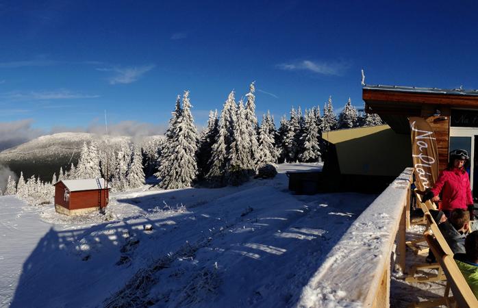 Nu poți să te plângi că, vrând să iei o pauză de schi, n-ai cu ce-ți clăti ochii în Spindleruv Mlyn © romanboed