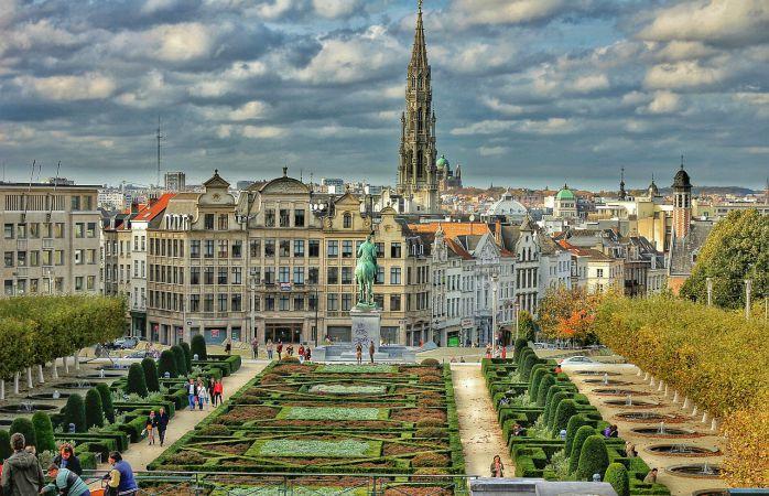 Bruxelles și toată regalitatea de care dispune se va completa perfect cu rebeliunile săvârșite în Amsterdam