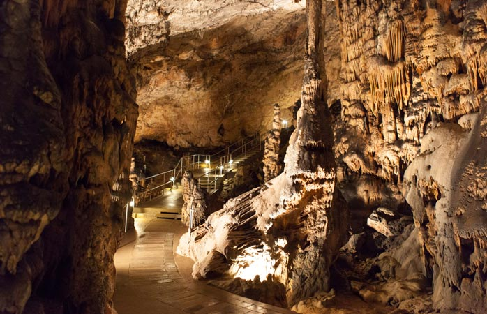 Înăuntrurile complexului carstic Baradla-Domica
