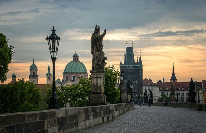 Din istoria niciunui cuplu care se respectă nu va lipsi plimbarea de pe Podul Charles din Praga