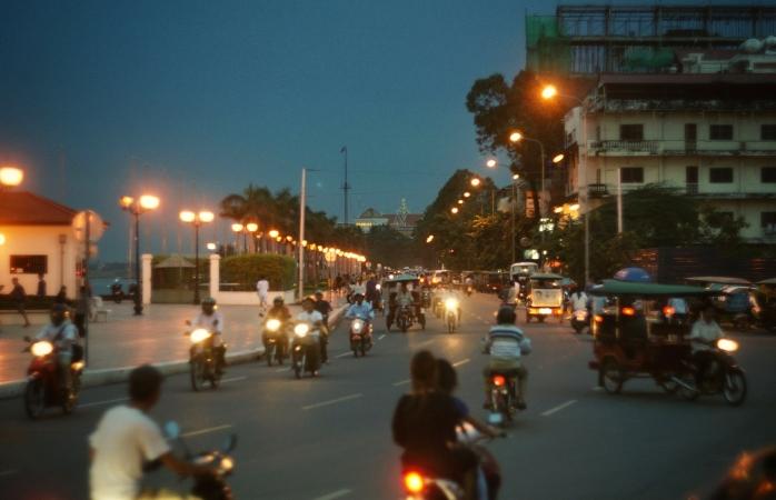 La plimbare pe scutere prin Phnom Penh.