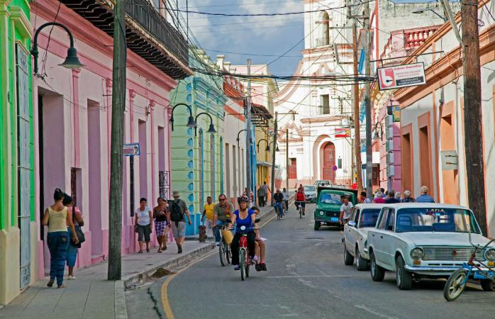 Cu ale case în culori pastel și dispuse linear de-a lungul străzilor, nu ne miră deloc că orașul Camagüey și-a croit loc pe lista Patrimoniului Mondial UNESCO