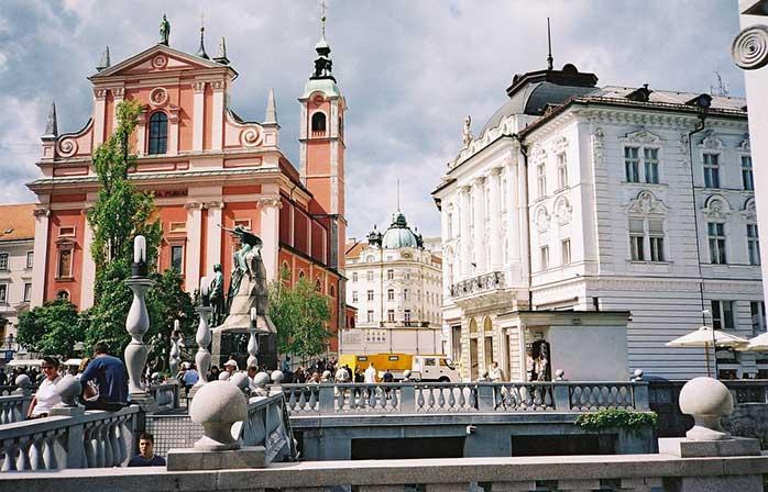 Aerul de poveste care-ți inundă nările și mintea pe străzile din Ljubljana