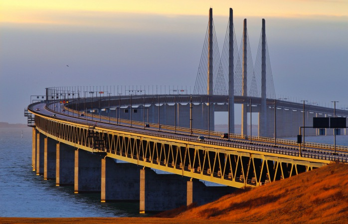 Până și numai podul Øresund, cel care te conduce în Copenhaga, este deja o călătorie în sine