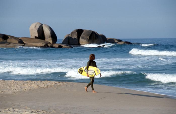 Plajă, surf sau relaxare pe cele 40 de plaje ce înconjoară insula Florianópolis. Cum să nu-ți ardă să călătorești singur în asemenea condiții?
