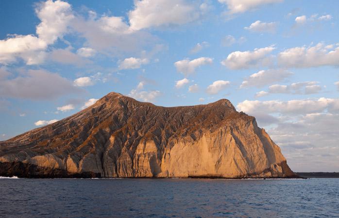 Insula vulcanică San Benedicto este una dintre cele patru insule care alcătuiesc Arhipelagul Revillagigedo