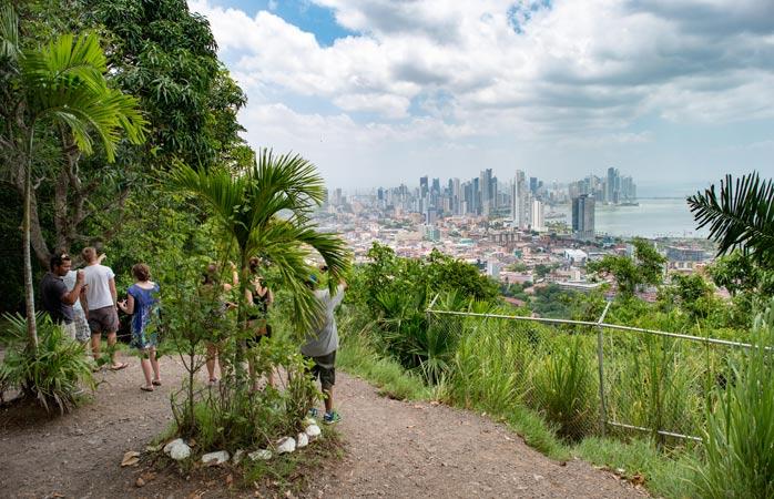 Dealul Ancon Hill - o priveliște de vechi și nou deopotrivă, pe deasupra orașului Panama