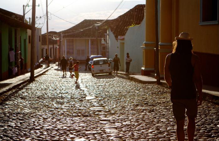 La pas prin Centrul Vechi din Havana