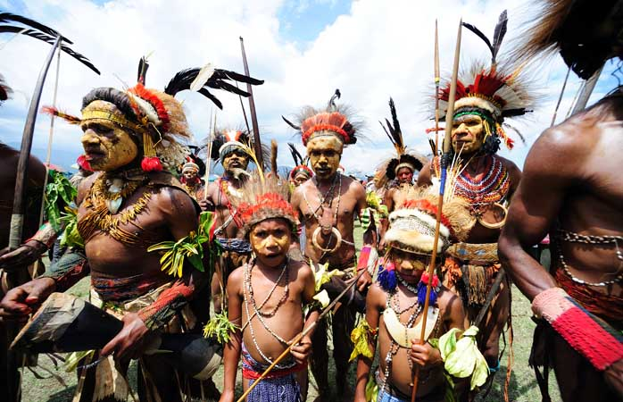 Goroka, un spectacol tribal care respiră culoare