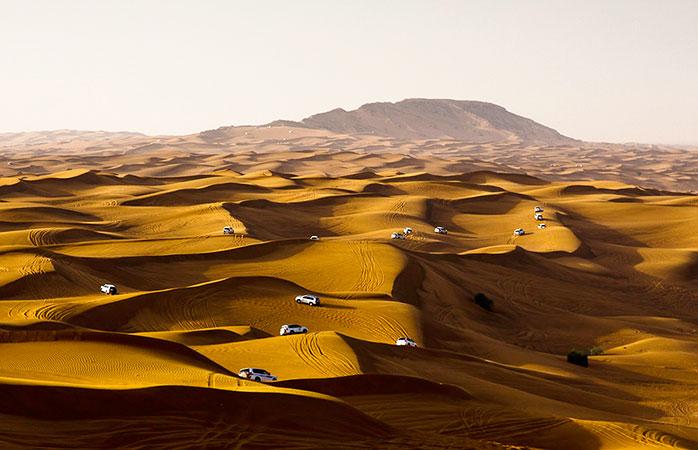 Condus pe dune în Nisipurile Sharqiya, Oman.