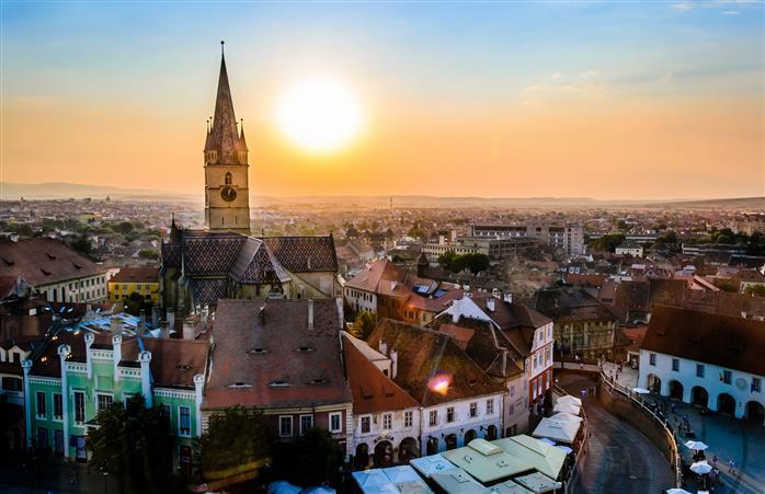 Când parcă nici soarele nu vrea să apună și să părăsească Sibiul