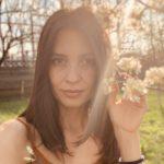 Fotografia autorului (Iulia Hau)